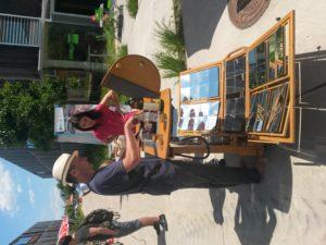 Ein Solargriller sorgte rein mit Sonnekraft für Genuss beim Lakeside Park Sommerfest