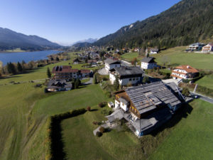 Errichtung der zweiten Baustufe des Weißenseer Bürgerkraftwerks auf dem Dach der Naturparkschule